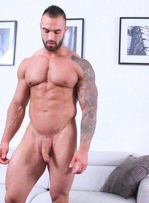Calvin rubs his meat