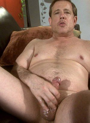 Jake Stewart rubs his meat
