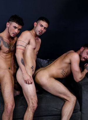 Seth Knight, Cesar Rossi and Cris Knight fuck each other
