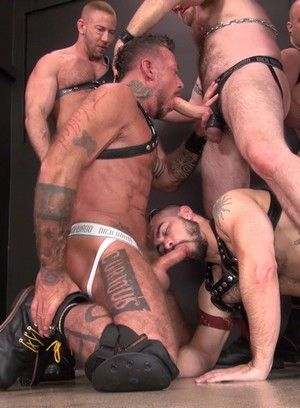 Gay Groupsex Pleasure