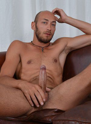 Dominic Arrow rubs his meat
