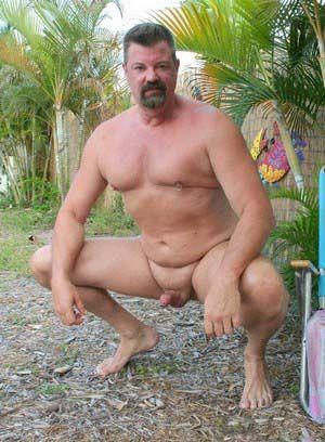 Mitch Davis rubs his meat