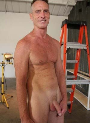 Scott Mann rubs his meat