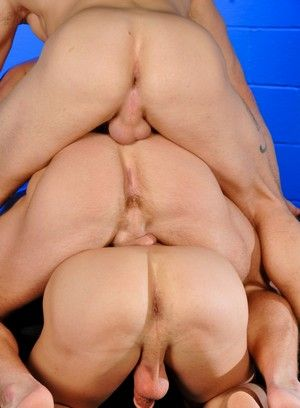 Marcus Mojo and Trent Diesel fucks Sebastian Young