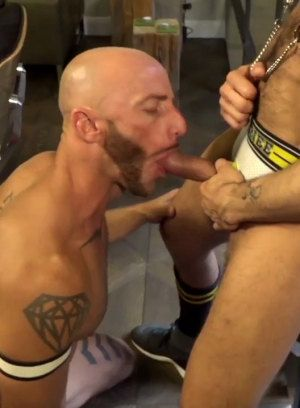Alberto Esposito gets fucked hard and raw by Aymeric DeVille