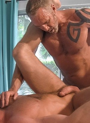 Hunter Marx fucks Dallas Steele