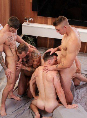 Quentin Gainz, Ryan Jordan, Princeton Price, Zack Matthews and Craig Cameron fucking bareback