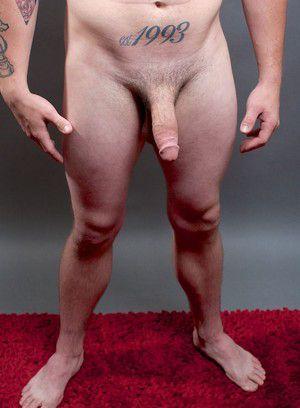 Arnyboy Lucas rubs his meat