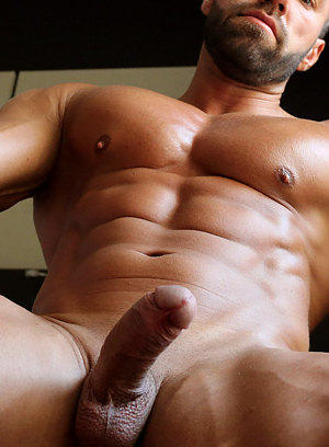Lucas di Angelo shows off his muscular body