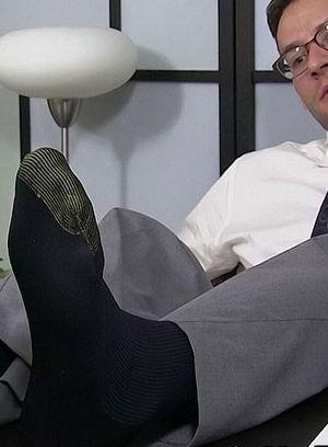 Mark Summers foot worshiped by Killian Knox