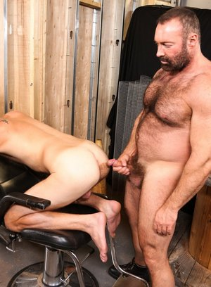 Brad Kalvo fucks Chandler Scott