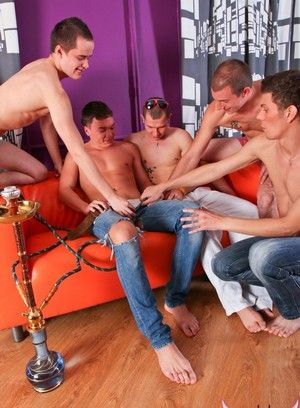 Horny twink pups spit-roast a bald boy on the sofa