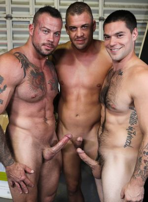 Darin Silvers and Aspen fucks Sean Duran