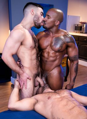 Max Konnor and Papi Suave fucks Bruno Bernal