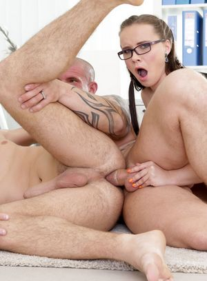 Max Born, Wendy Moon and Miky Bolt suck and fuck