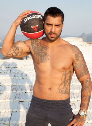 Breno Dias shows off his hot body