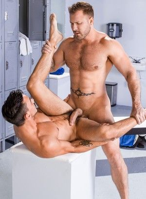 Austin Wolf and Adam Avery fucking bareback