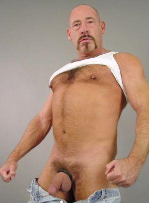 Peter Moorr rubs his meat