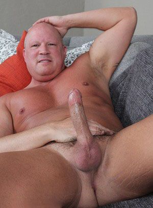 Aiden Beck rubs his meat