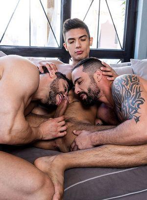 Arad Winwin and Edji Da Silva fucks Benjamin Gomez
