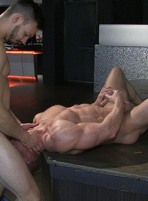Jason Maddox fucks Johnny V