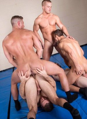 Wild gays throatfuck each others dicks